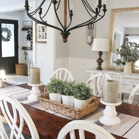 Captivating Farmhouse Dining Room Table Decorating Ideas37