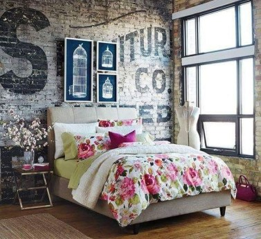 Comfy Urban Farmhouse Master Bedroom Design Ideas12