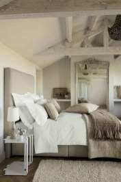 Comfy Urban Farmhouse Master Bedroom Design Ideas16