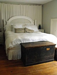 Comfy Urban Farmhouse Master Bedroom Design Ideas30