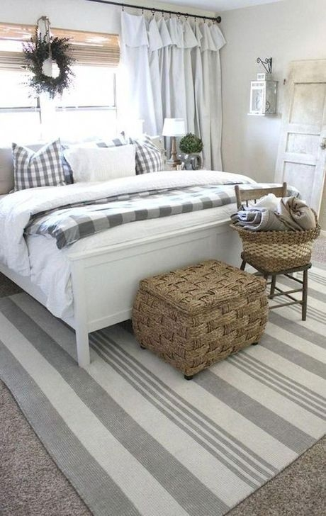 Comfy Urban Farmhouse Master Bedroom Design Ideas37