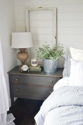 Comfy Urban Farmhouse Master Bedroom Design Ideas41