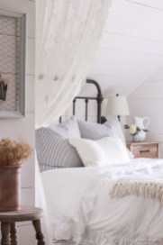 Inspiring Farmhouse Style Master Bedroom Decoration Ideas14