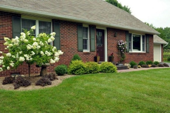 Enchanting Front Of House Landscaping Ideas25
