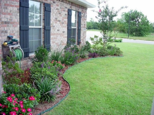 Enchanting Front Of House Landscaping Ideas42