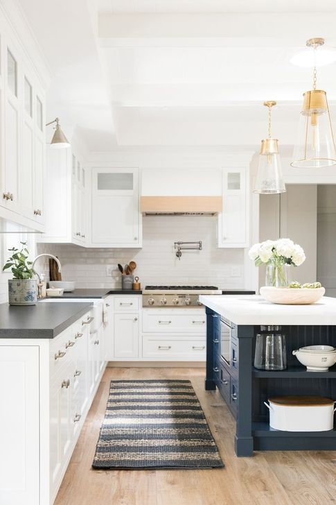 Magnficient Small Kitchens Ideas With Dark Cabinets09