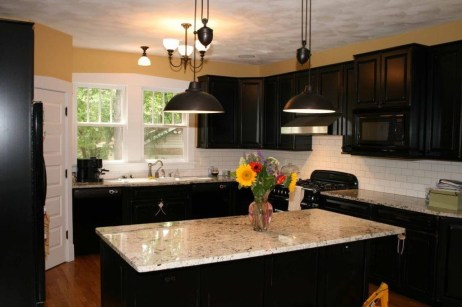 Magnficient Small Kitchens Ideas With Dark Cabinets18