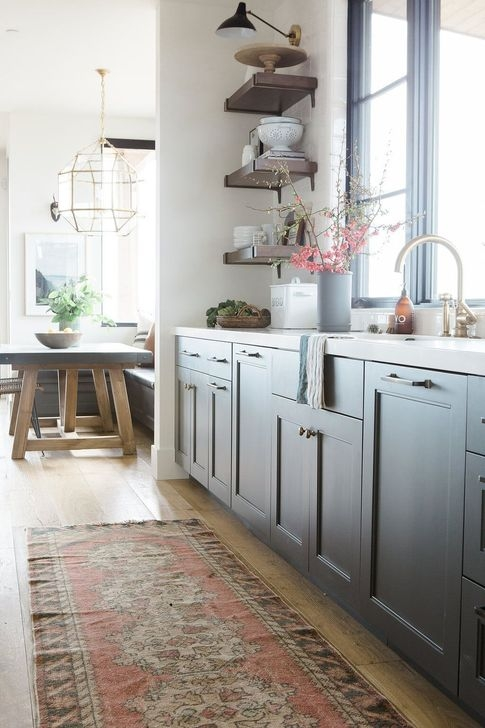 Magnficient Small Kitchens Ideas With Dark Cabinets29
