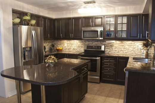 Magnficient Small Kitchens Ideas With Dark Cabinets39