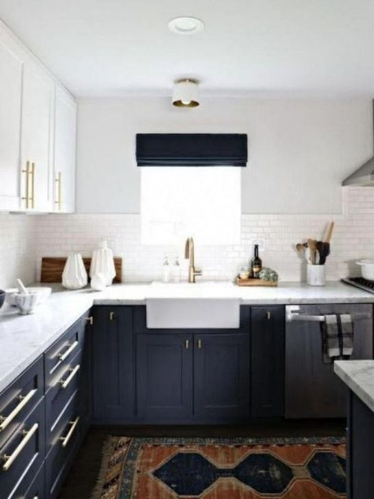 Magnficient Small Kitchens Ideas With Dark Cabinets43