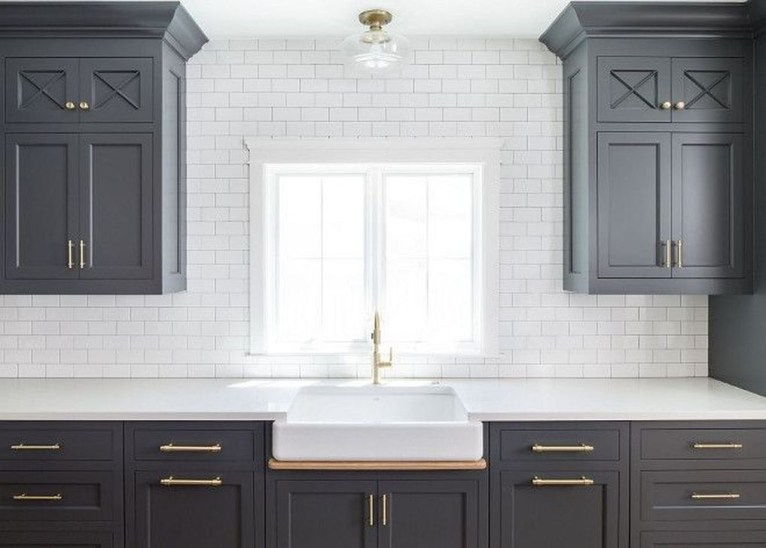 Magnficient Small Kitchens Ideas With Dark Cabinets46