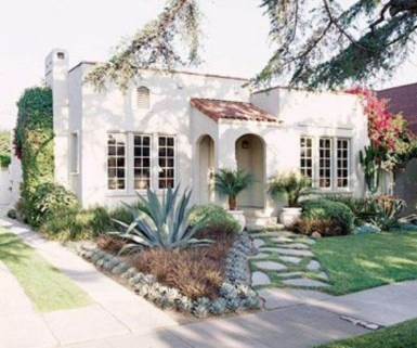 Wonderful Grass Landscaping Ideas For Home Yard14