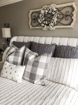 Awesome Bedroom Decor Ideas With Farmhouse Style 28