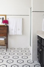 Cool Tile Pattern Design Ideas For Bathroom 20