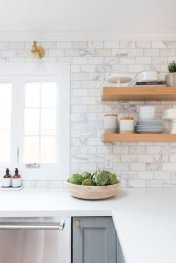 Lovely White Backsplash Design And Decor Ideas For Kitchen 05