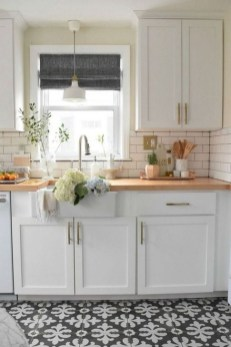 Lovely White Backsplash Design And Decor Ideas For Kitchen 08