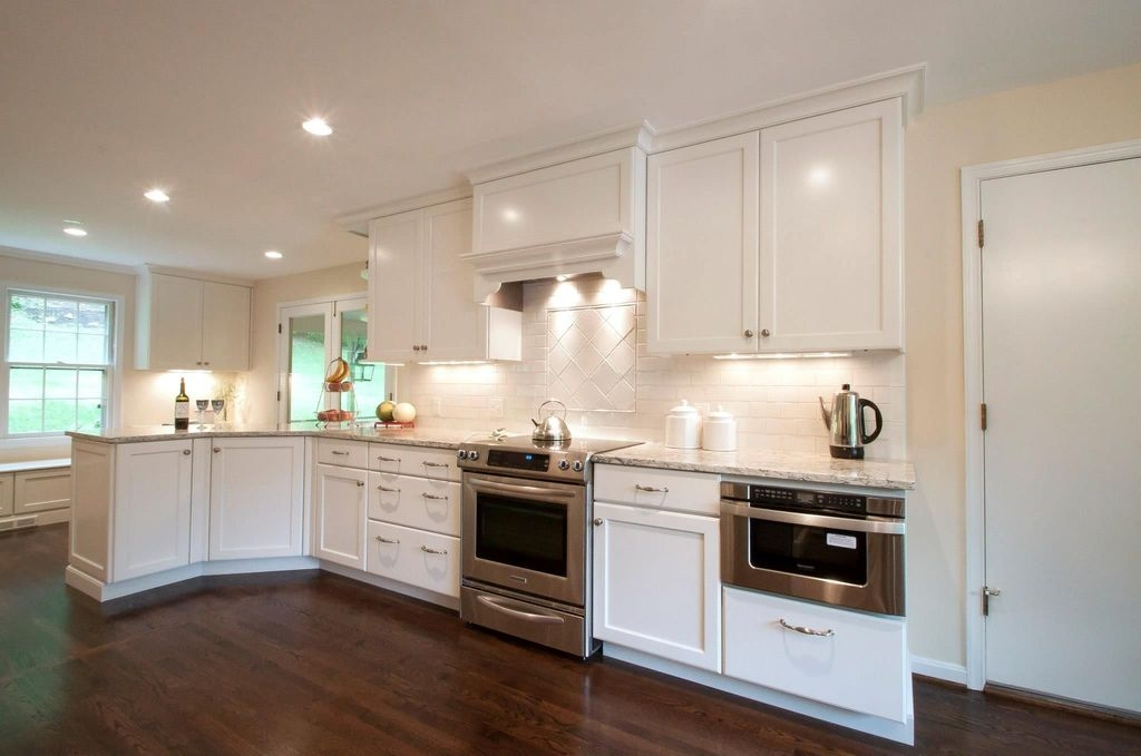 Lovely White Backsplash Design And Decor Ideas For Kitchen 18