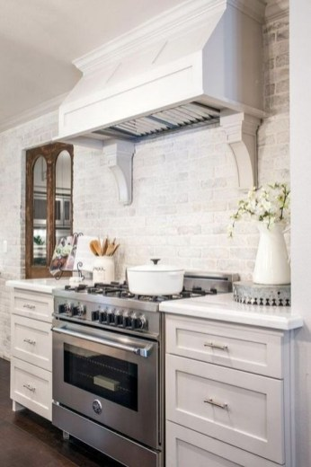 Lovely White Backsplash Design And Decor Ideas For Kitchen 20