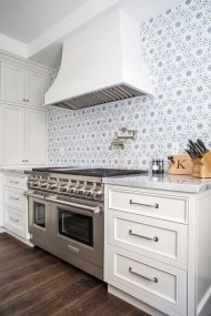 Lovely White Backsplash Design And Decor Ideas For Kitchen 38