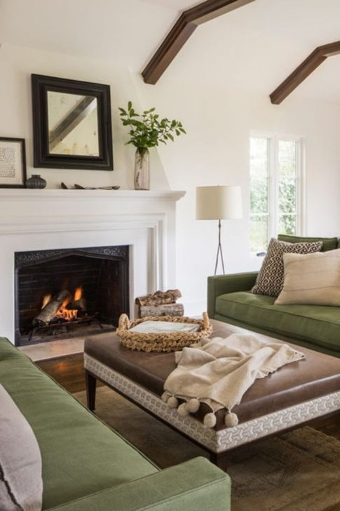 Comfy Living Room Decoration Ideas With Fireplace 46