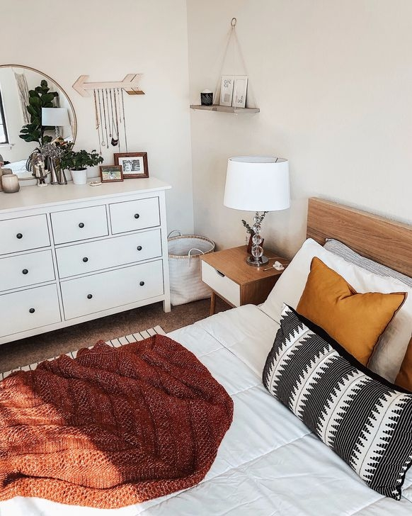 Newest Bedroom Furniture Ideas To Get The Farmhouse Vibe 40