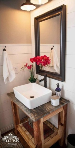 Lovely Farmhouse Bathroom Makeover Ideas To Try Right Now 24