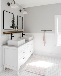 Lovely Farmhouse Bathroom Makeover Ideas To Try Right Now 32