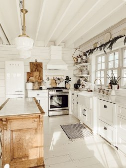 Unordinary Farmhouse Kitchen Ideas For Your House Design 16