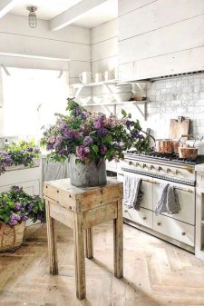 Unordinary Farmhouse Kitchen Ideas For Your House Design 17