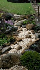 Unusual Front Yard Landscaping Design Ideas That Looks Great 44