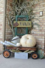 Extraordinary Fall Porch Ideas That Will Be Surely Comfortable 02