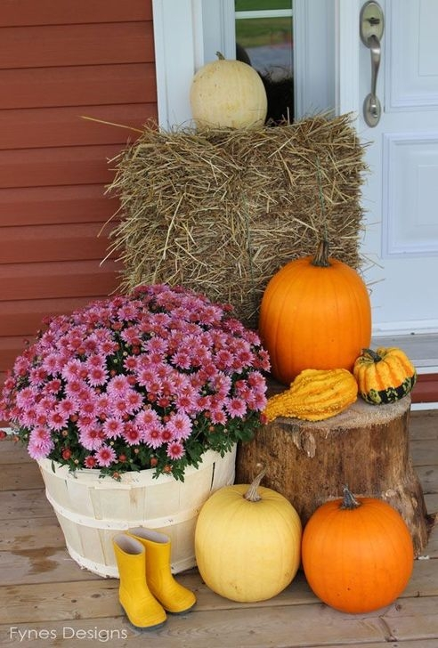 Extraordinary Fall Porch Ideas That Will Be Surely Comfortable 11