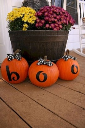 Extraordinary Fall Porch Ideas That Will Be Surely Comfortable 28