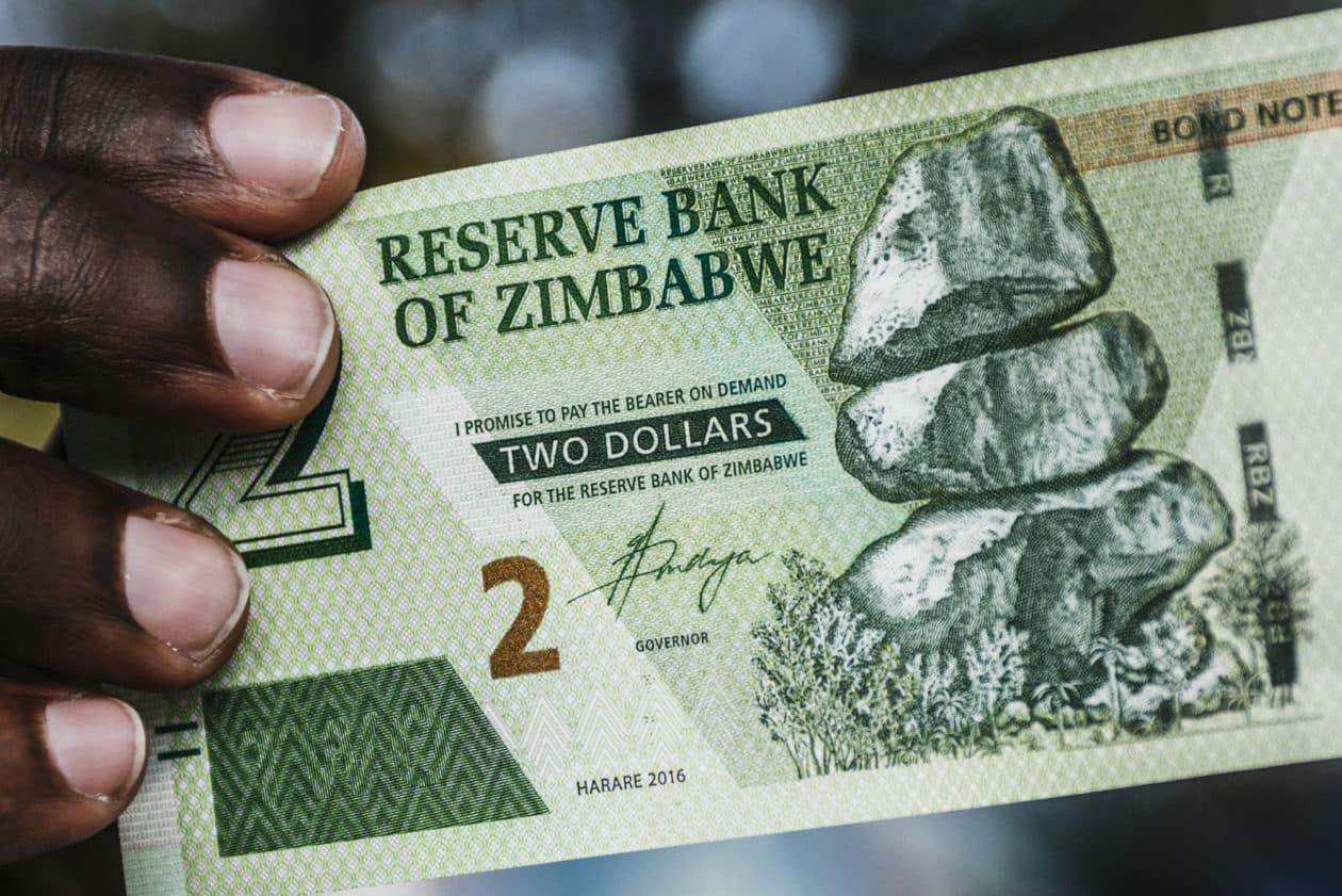 Após hostilizar, Banco Central do Zimbábue visa regular Criptomoedas