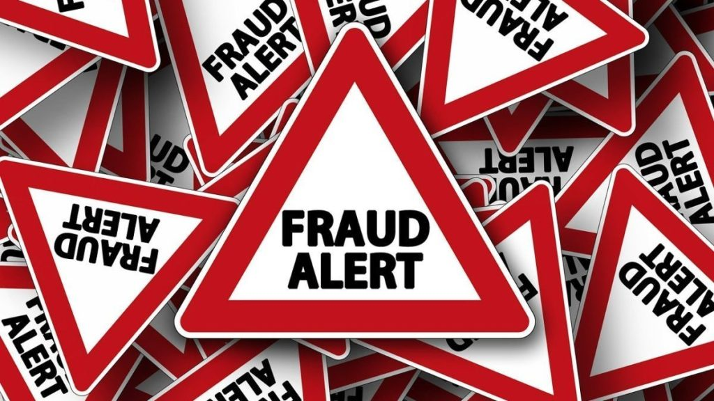 Fundador de empresa de criptomoeda fraudulenta foge com milhões de dólares