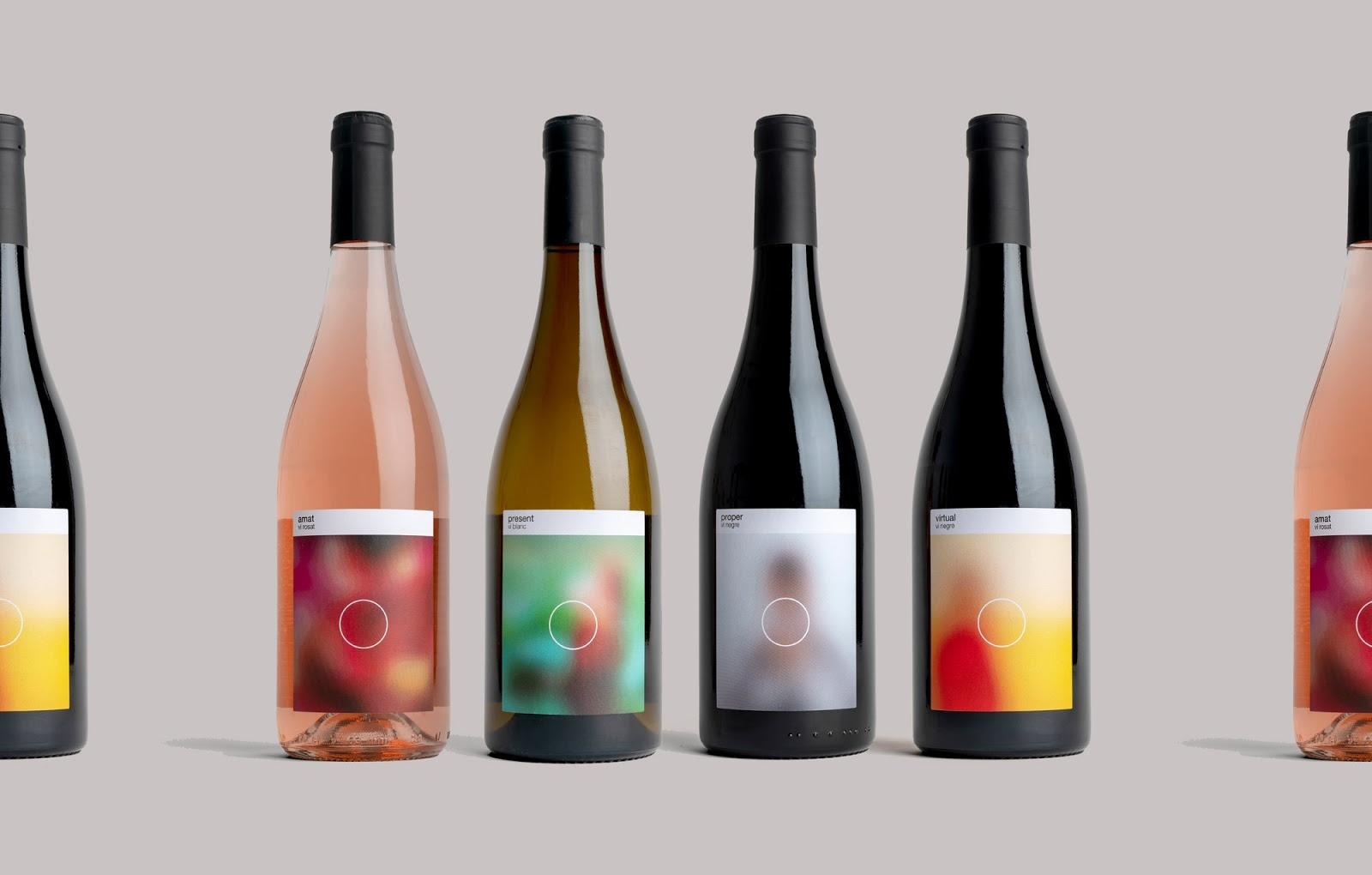 Xu hướng thiết kế bao bì 2020 ví dụ: nhãn chai rượu vang với hình ảnh mờ