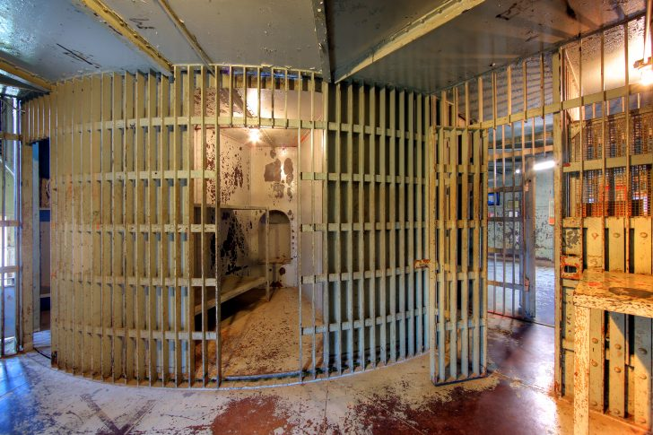 PrisonGoRound Rotary Jails Spin on Axis to Let Inmates
