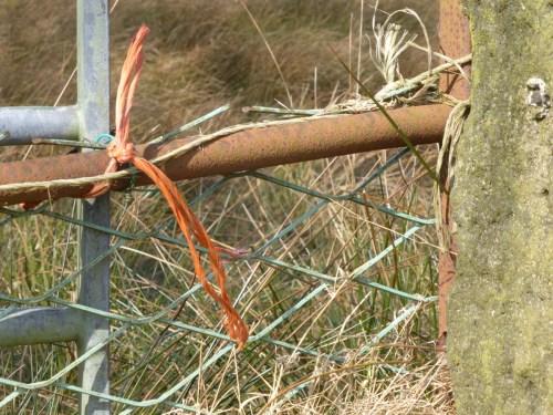 string gate fastening detail