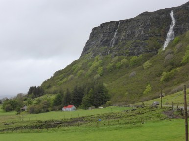(almost) sunny cliff with red-roofed bothy and soft foliage