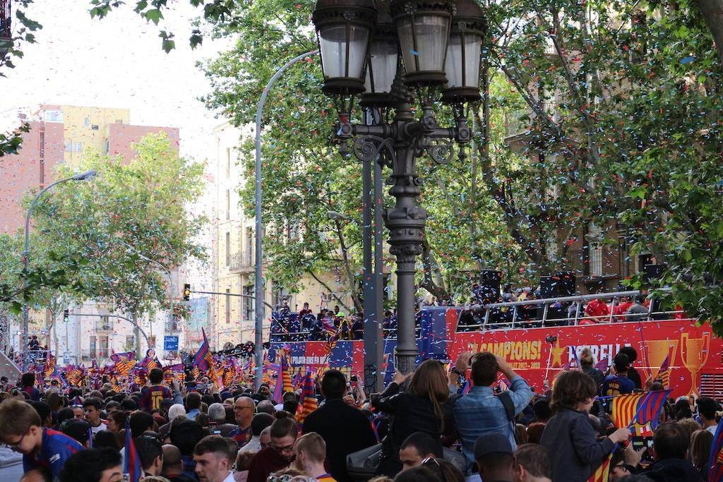 Where do Barça fans celebrate titles?