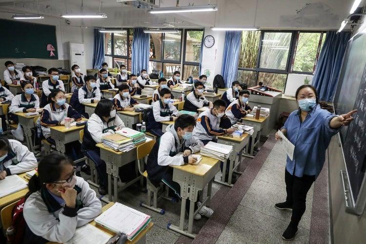 COVID-19: Students in Wuhan return to school
