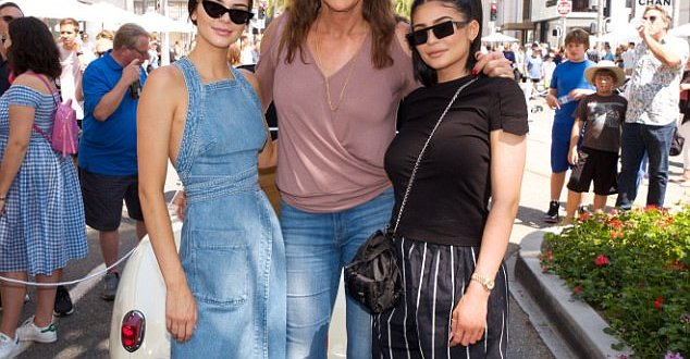 Kendall and Kylie Jenner celebrate father's day with their Caitlyn (Photos)