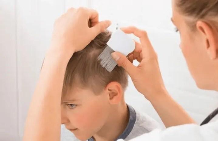 متى يستدعي تساقط شعر الطفل استشارة الطبيب؟