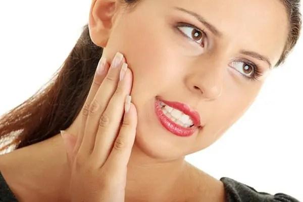 الآثار الجانبية لإهمال التهاب اللثة وآلام الضروس
