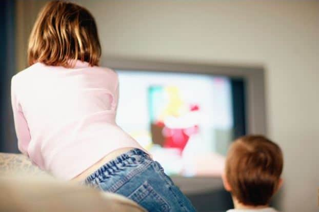 مدى تأثير مشاهدة الأطفال الرضع للتلفاز