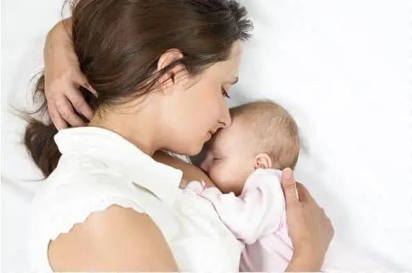 هل الرضاعة في فترة الحمل خطيرة؟