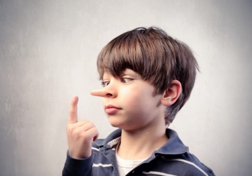 كيف تشجعين طفلك على الصدق والصراحة ؟