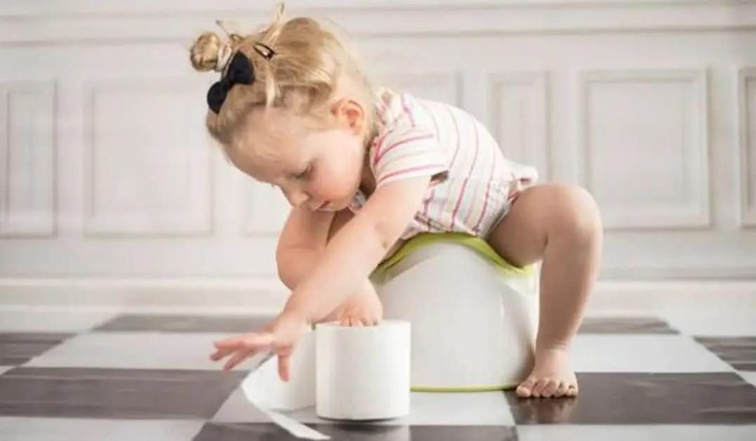 علامات تدل على استعداد طفلك للتدريب على الحمام