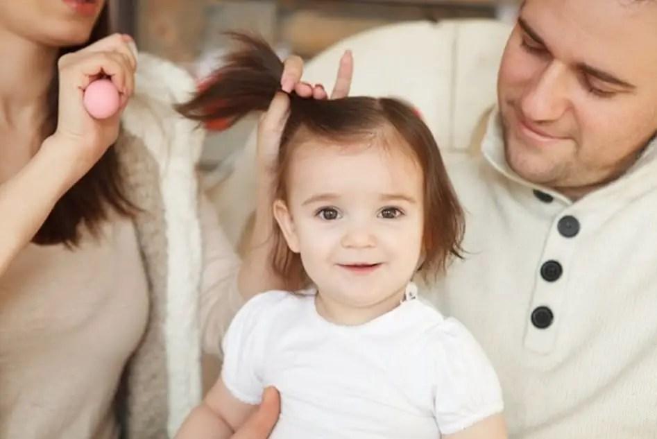 كم مرة تغسلين شعر طفلك بالصيف؟