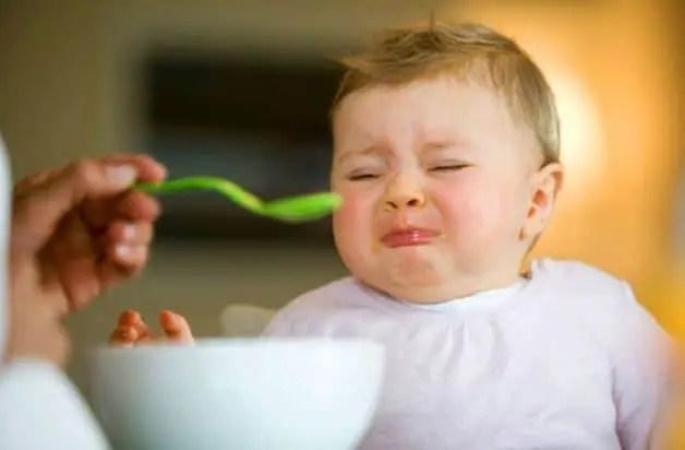 ماذا أفعل لرضيعي حتى لا يتقيأ بعد الرضعة؟ ( نصائح هامة للأمهات للحد من تقيؤ الرضيع المستمر )